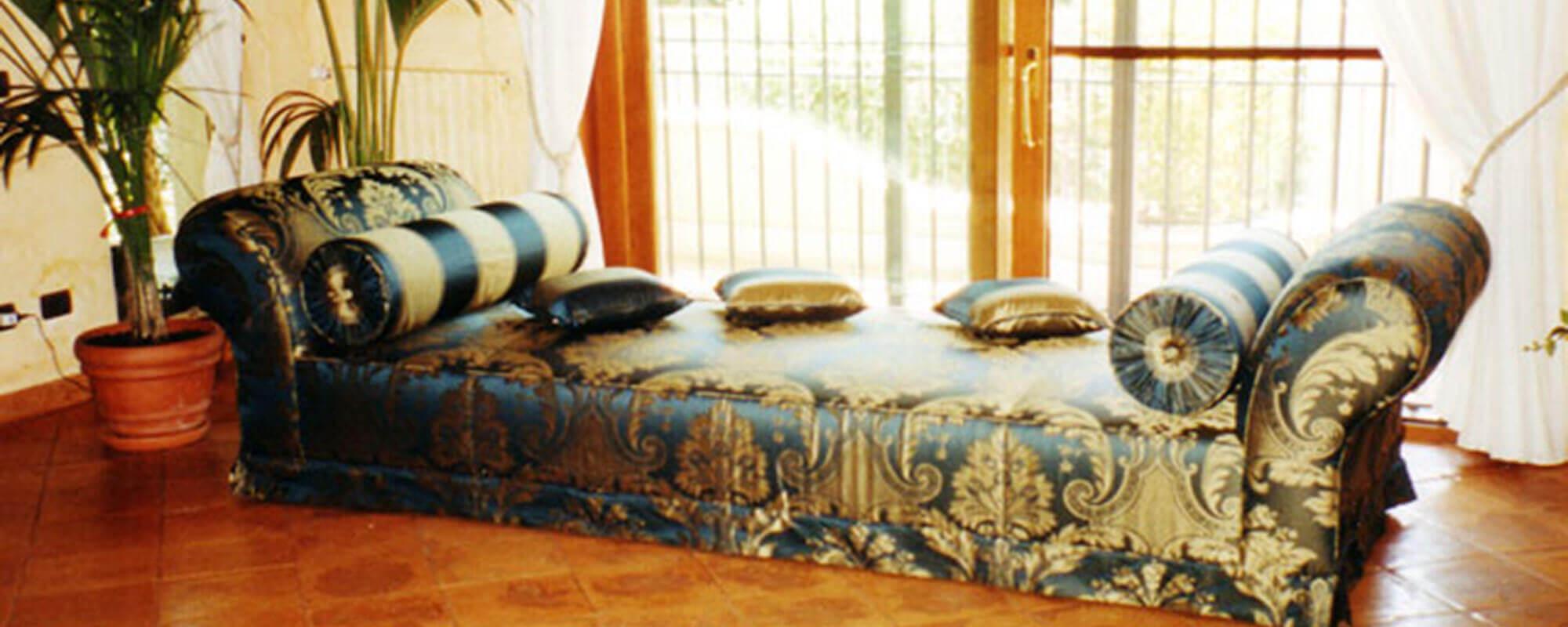 Tappezzeria d 39 arredamento laboratorio di tappezzeria for Arredamento artigianale